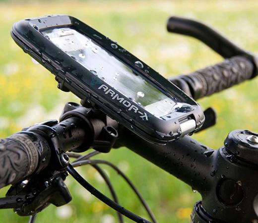 にしっかりと固定することができるiPhone/iPod Touch用の防水バイクマウントセット「Waterproof Ultimate Protection Bike Mount for iPhone/iPod Touch