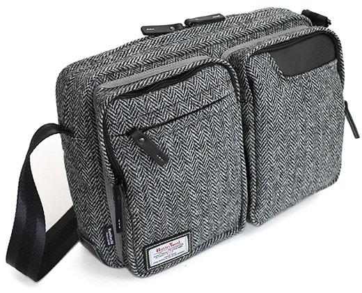 タブレットのための小型ショルダーバッグ ハリスツイード別注モデル (2015冬-2016春 限定モデル)