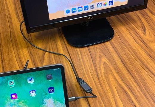 iPad ProをフルHDディスプレイに接続
